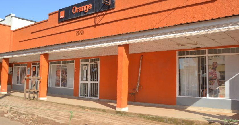 Beni: orange étend l'accessibilité à ses produits grace à son nouveau distributeur